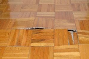 bodem isolatie voor een huis met houten vloer en onderstel, voorkomt houtrot en schimmel